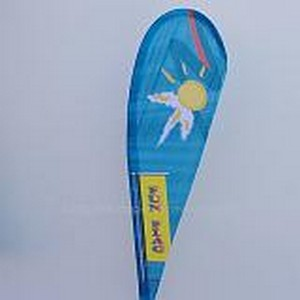mât publicitaire : voile en forme de plume avec impression