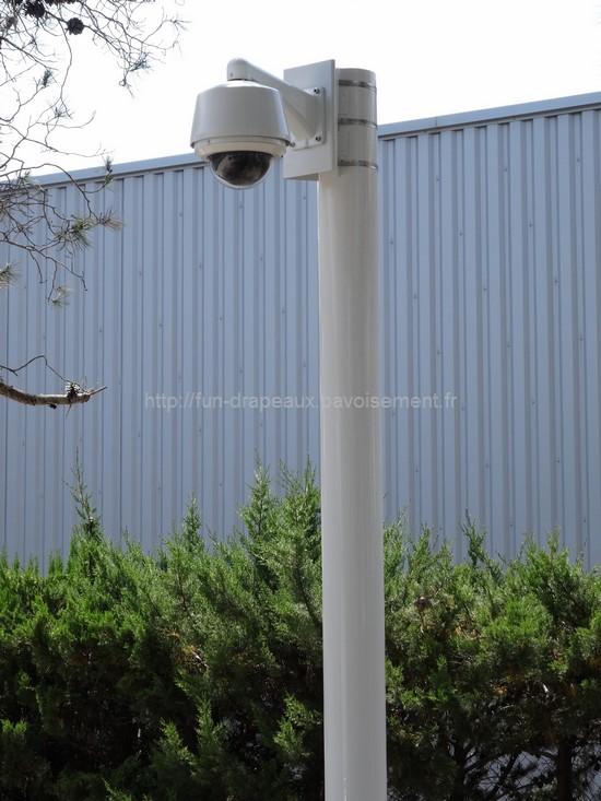 vidéosurveillance - mât équipé d'une caméra