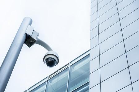 camera de surveillance exterieure :mât en position